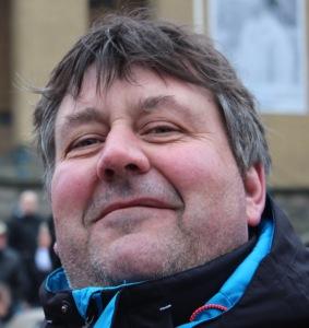 Peter Grahn, 52 år, Göteborg: - Skandal! Man slarvar bort kunskap. Det finns kunniga människor här i stan som kunde ha lagt fram ett mycket bättre förslag. Och hellre 50 öre mer i kommunalskatt än trängselskatten.