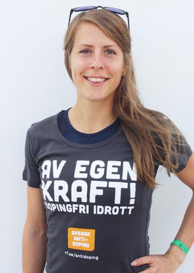 Även Charlotta Fougberg har dragit på sig tröjan