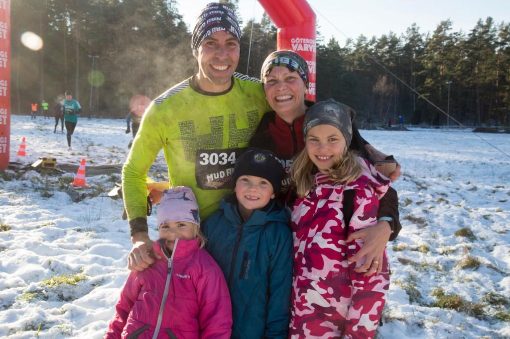 Rickard och Malin Månesjö kämpade framgångsrikt och möttes i mål av barnen Felicia (9 år), Arvid (7) och Vendela (5).