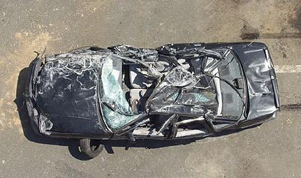 En del av tunneltaket rasade och en kvinnlig bilförare omkom.