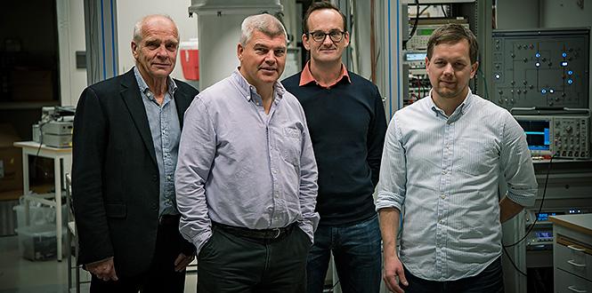 Göran Wendin, Per Delsing, Göran Johansson och Jonas Bylander heter de fyra forskare vid Chalmers som, tack vare donationen från Knut och Alice Wallenbergs stiftelse, nu ska ta fram Sveriges första kvantdator. Det sker inom ramen för nystartade Wallenberg Centre for Quantum Technology. Foto: Johan Bodell/Chalmers