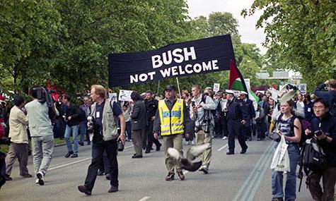 Bush inte välkommen