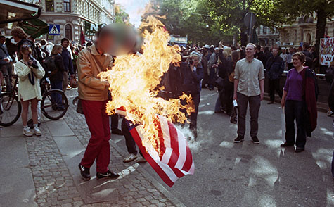 Brinnande USA-flagga