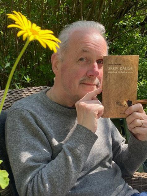 Peter Lenken med sitt nya häfte